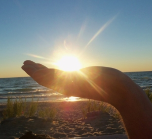 2492-sunset_hand_empire